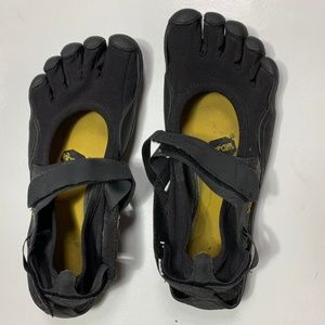 Vibram FiveFingers Toe Shoes women's size 41 black